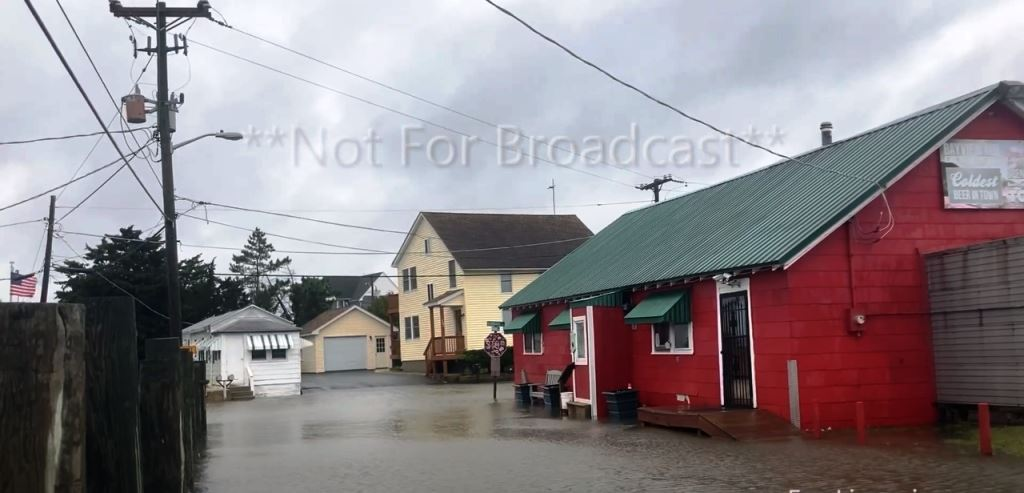 Powerful storm on the US East Coast de-energized 230 thousand homes. Video