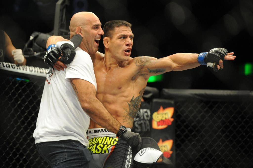 Rafael Dos Anjos announced the approximate date of his return