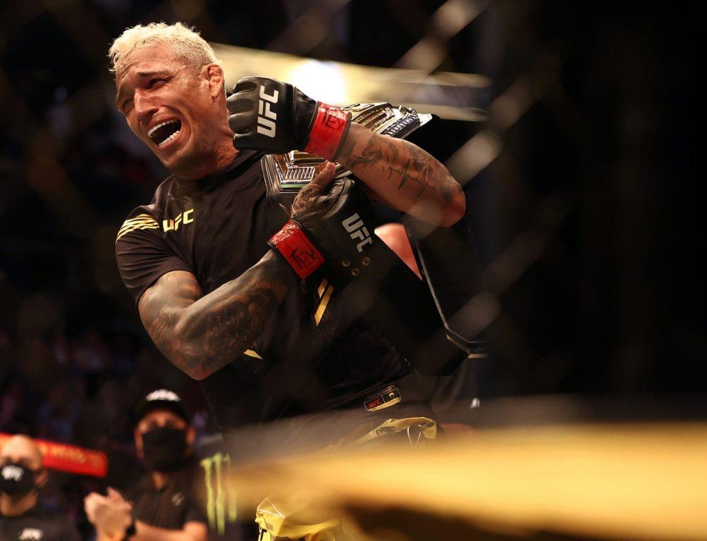 Charles Oliveira sets new record after winning UFC 262