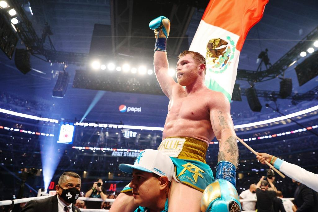Saunders fought, but Canelo crushed him too. There is one belt to the rank of absolute.