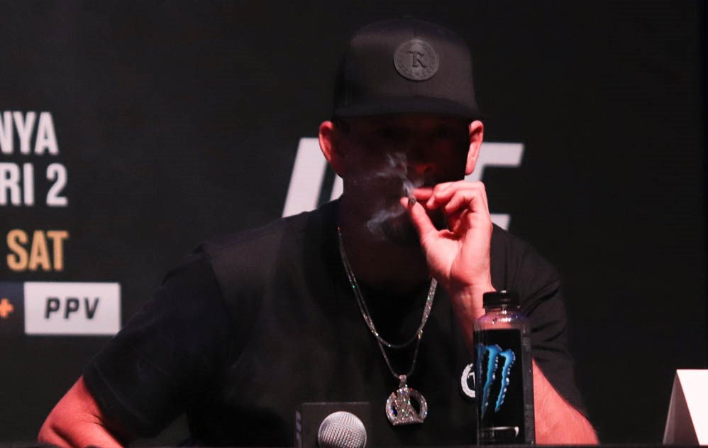 Nate Diaz smokes a joint at UFC 263 press conference and offers Brandon Moreno a hit (Video)