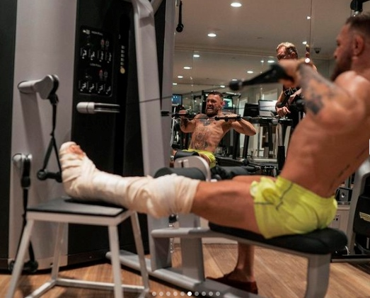 UFC news Conor McGregor held a training session with a broken leg